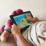 Дети, играющие на планшетах и смартфонах, спят меньше сверстников