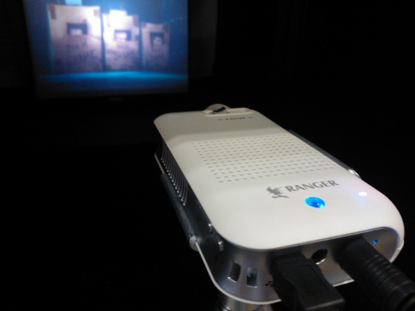 Attention grabbing gizmos at it show 2012 techgoondu for Palm projector
