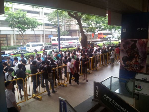 Massive crowds turn up for Diablo III launch