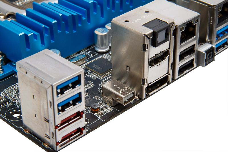 Here come the Thunderbolt motherboards from Asus and others