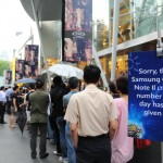 Queue for the Samsung GALAXY Note II LTE at M1 Paragon