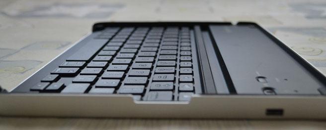 Geek Girl Buy: Logitech Keyboard Case for iPad 2