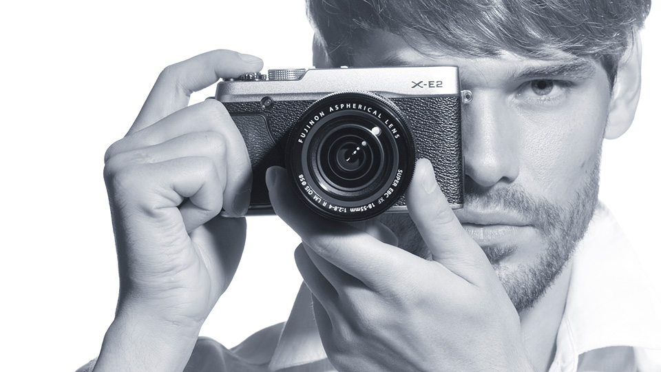 Hands on: Fujifilm X-E2 out in Singapore