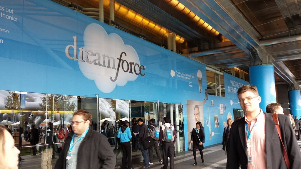 Salesforce bets big on mobile, promises easy-to-build apps