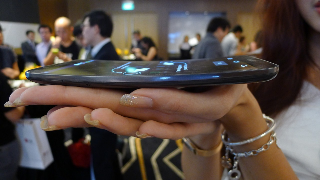 Hands on: LG G Flex is quite a head-turner