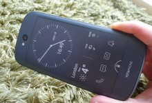 Hands on: YotaPhone 2