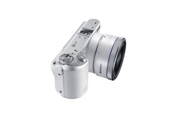 EV-NX500_005_Dynamic2_White