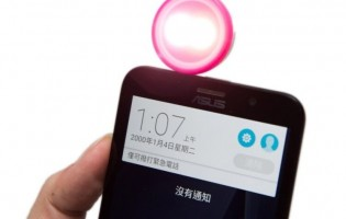 Asus' cutesy LolliFlash lets you add light to smartphone snaps