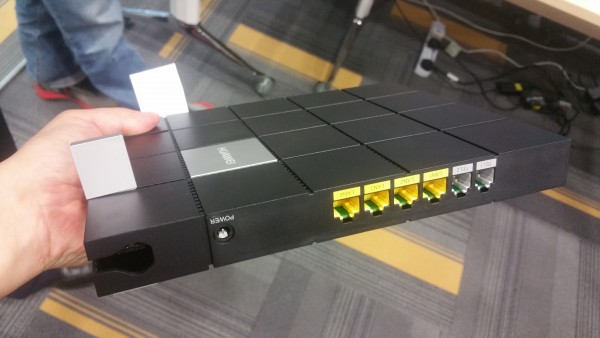 A Huawei optical network terminator that provides 1Gbps to each port, so users don't have to buy an expensive 10GbE router to split the bandwidth at home.