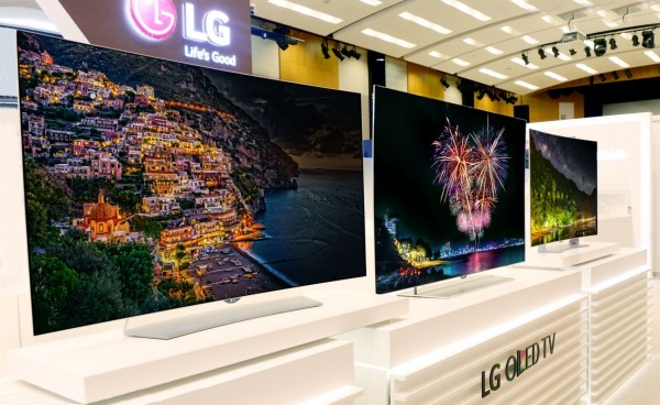 Of the four LG OLED models unveiled two weeks ago, three are flat and one curved.