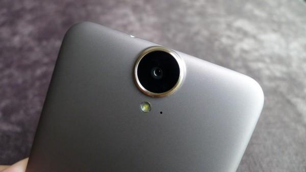 HTC_One_E9+_dual_SIM_09