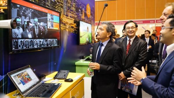 Dr Vivian Balakrishnan touring the IoT Asia exhibition floor on 30 March, 2016.