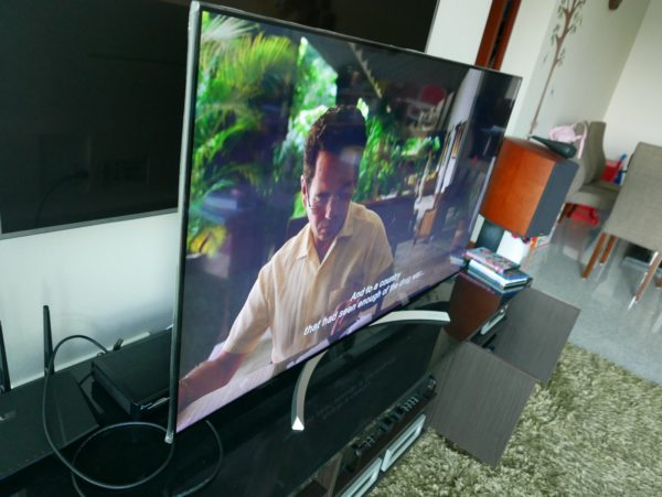 lg nano cell tv. when viewed from the side, lg 55sj850t shows minimal loss in colour and subject details thanks to nano cell technology. photo: techgoondu lg tv